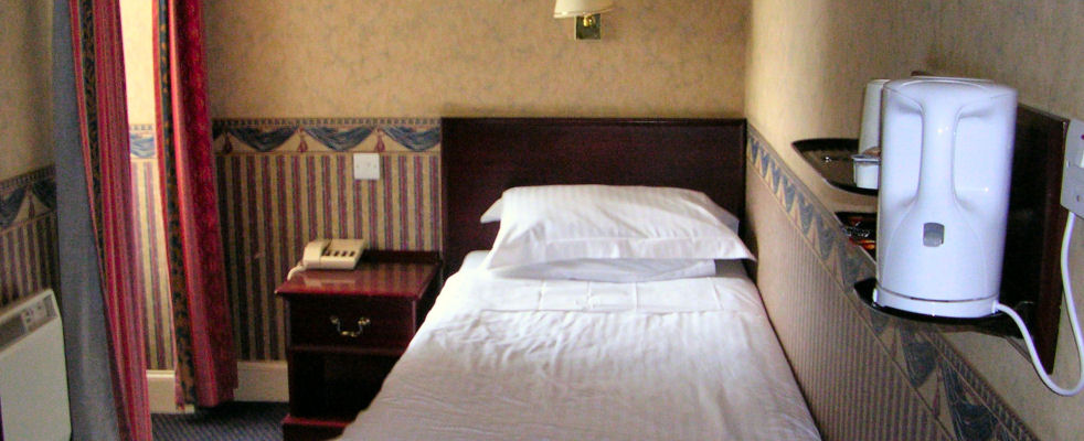 Bed and Breakfast accommodation at the Queens Hotel Lerwick