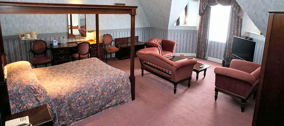 4 Poster Bedroom Suite at the Grand Hotel Lerwick