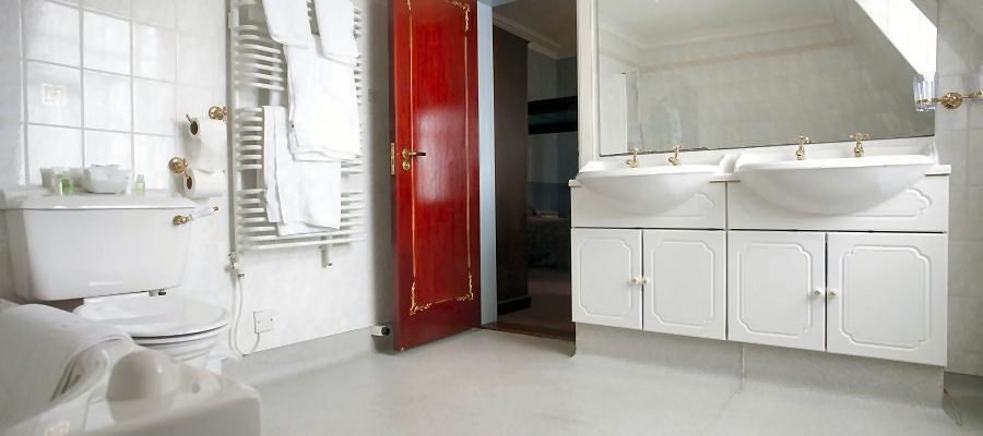 4 Poster Bathroom at the Grand Hotel Lerwick