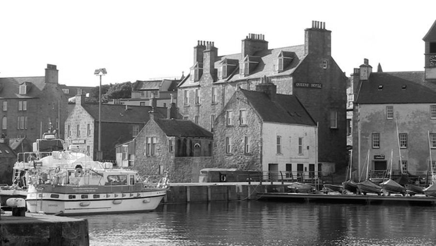 Shetland Hotels. The Queens Hotel, Lerwick from the breakwater